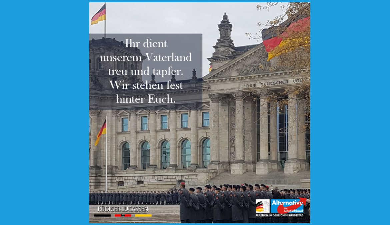 ++ Öffentliches Gelöbnis vor dem Reichstag ++